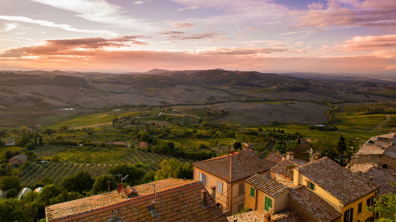 Tuscany is a great place for a Birthday Holiday ... photo by CC user Unsplash on pixabay