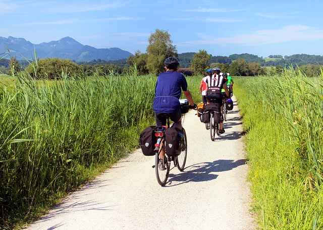 cyclists-847896_640