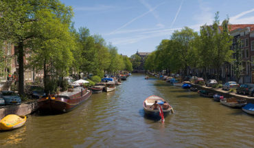 1200px-Amsterdam_Canals_-_July_2006