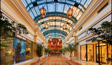 1200px-Shops_in_the_Bellagio_casino,_Las_Vegas